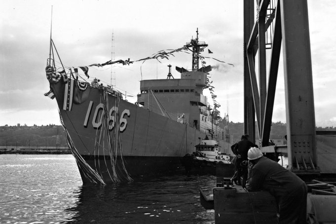 USS Marvin Shields FF1066_launch