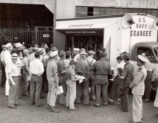 Crowd visiting the Seabee Exhibit Truck, 1943 (U.S. Navy Seabee Museum Archives)